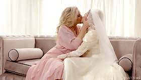 Hot babe Julia Ann turns a nuptial into a really kinky pussy put to rout workout