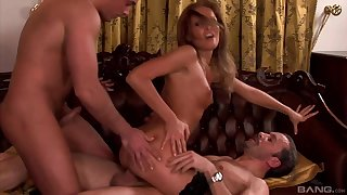 Hardcore MMF threesome with Lauryn May who swallows all the cum