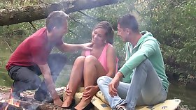Picnic fro the wild nature turns to amazing threesome of Naomi Bennet